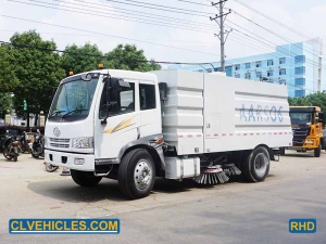 Broom sweeper truck